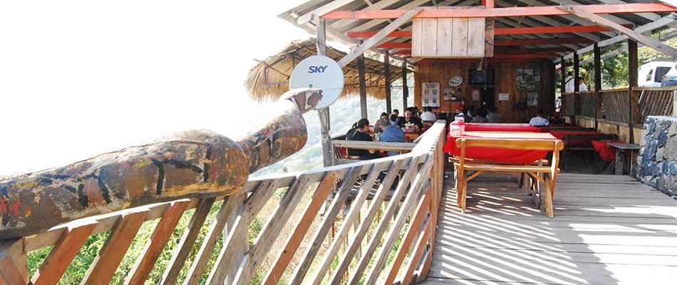 La Octava Maravilla | Restaurante y Bar en el Lago de Coatepeque 14