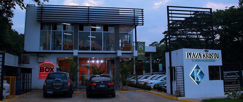 Plaza Kristal - Centro Comercial en Santa Ana 06