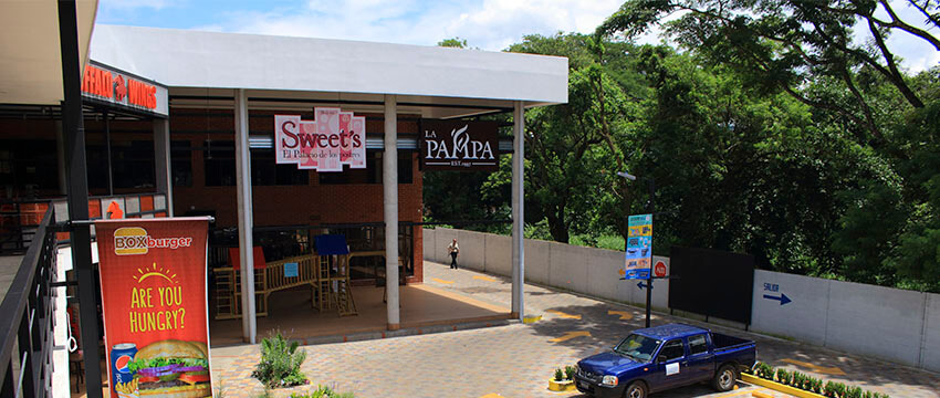 Plaza Kristal - Centro Comercial en Santa Ana 07