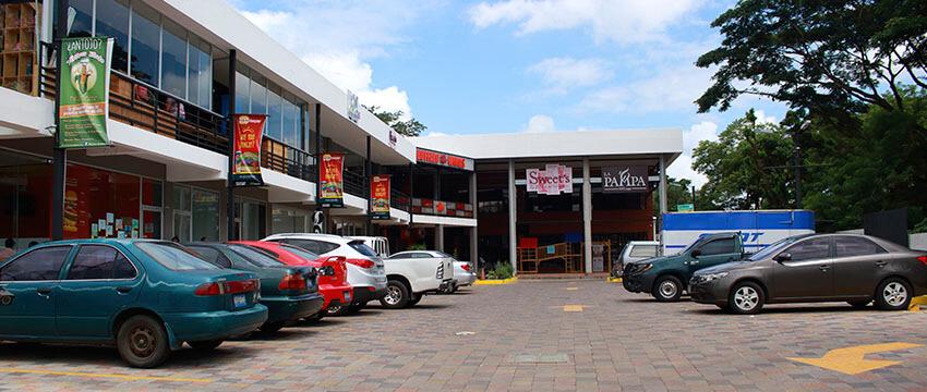 Plaza Kristal - Centro Comercial en Santa Ana 08