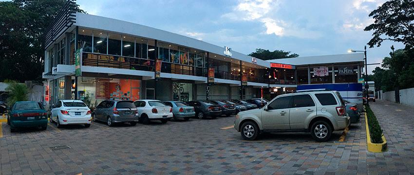 Plaza Kristal - Centro Comercial en Santa Ana 04