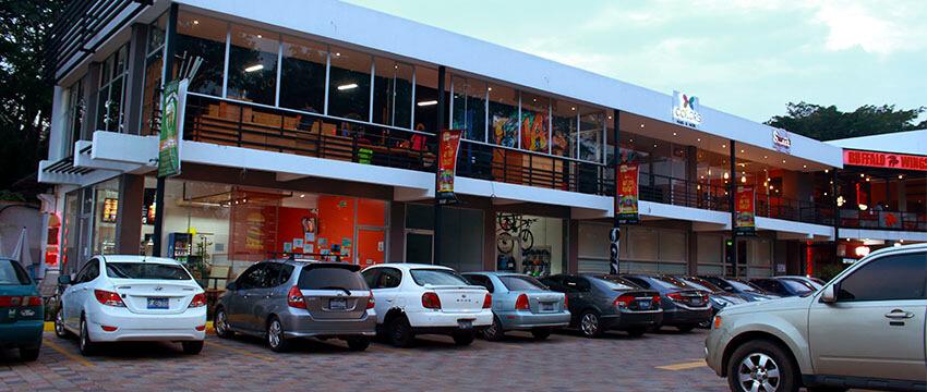 Plaza Kristal - Centro Comercial en Santa Ana 05