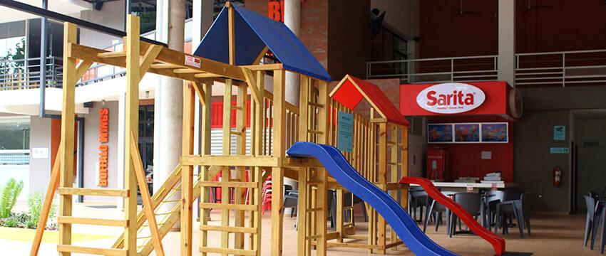 Plaza Kristal - Centro Comercial en Santa Ana 09