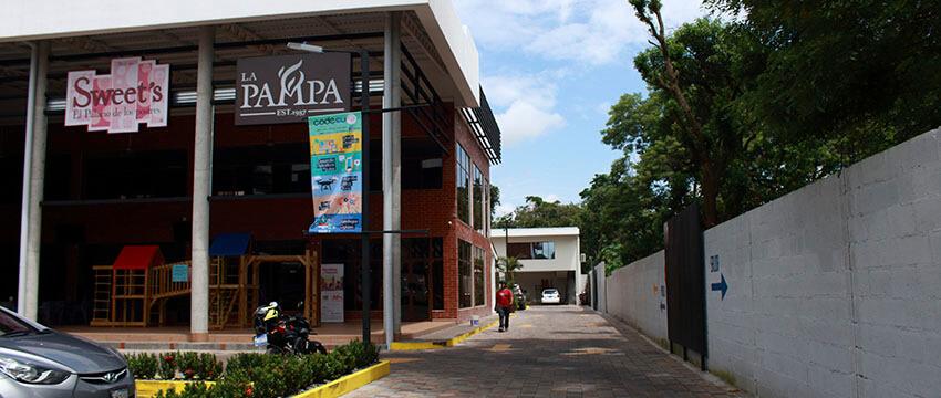 Plaza Kristal - Centro Comercial en Santa Ana 10